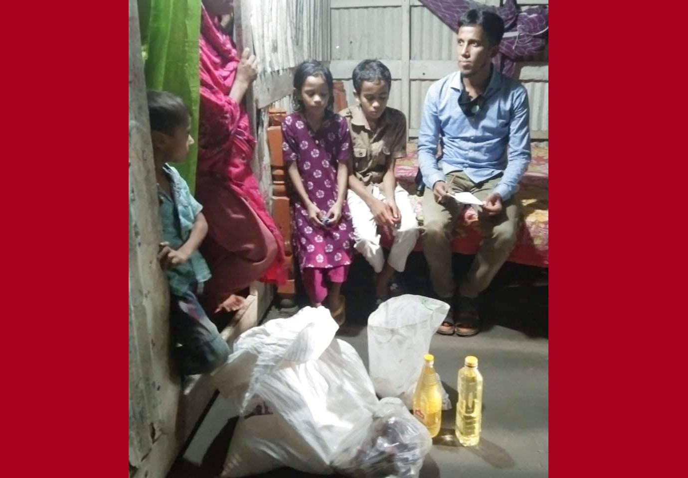 আসামী গ্রেপ্তারের পরে তার ঘরে খাদ্য সহায়তা দিলো পুলিশ