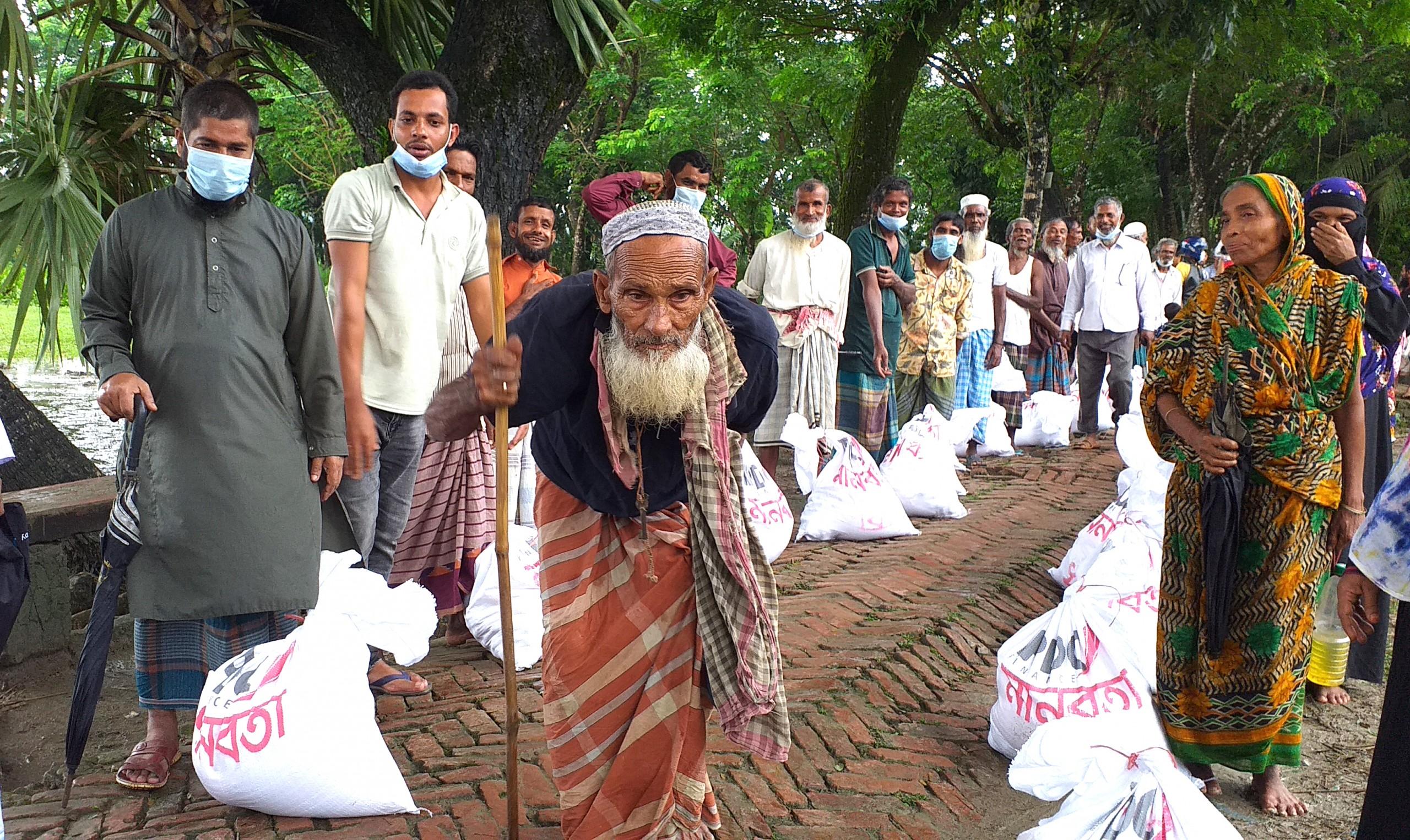 পটুয়াখালীতে শত মানুষকে খাদ্য সহায়তা প্রদান
