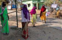 লাঠি হাতে প্রমীলা বাহিনী, মৃত্যুপুরী ভারতের যে গ্রামকে এখনও স্পর্শ করতে পারেনি করোনা