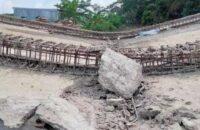 কুয়াকাটায় নির্মাণ কাজ শেষের আগেই বিধ্বস্ত গার্ডার ব্রিজ